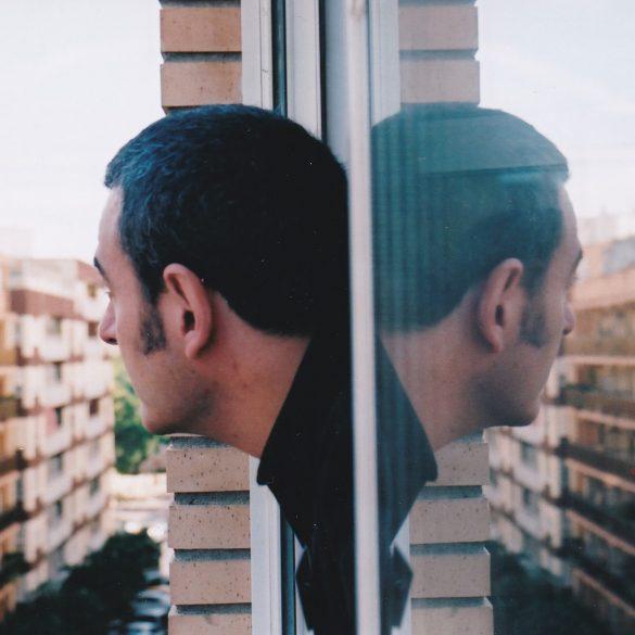 Manuel Bertrán ventana